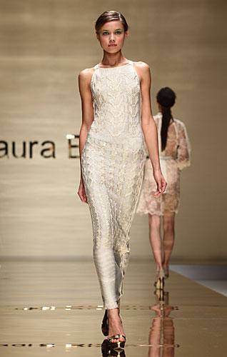 Laura Biagiotti: abito lungo ricami