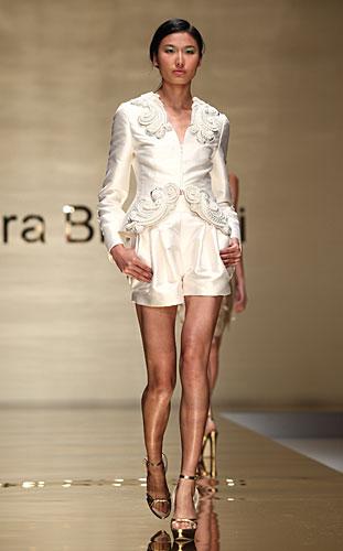 Laura Biagiotti: giacca decori - shorts vita alta