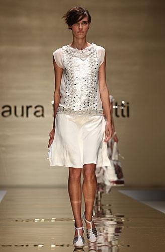 Laura Biagiotti: maglia bianca decori - gonna