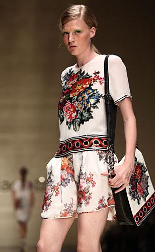 Laura Biagiotti: maglia - shorts - borsa fiori