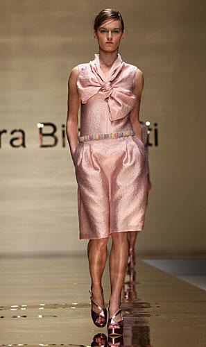 Laura Biagiotti: maglia maxi fiocco - pantaloni