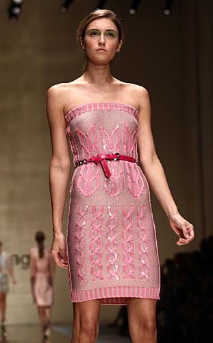 Laura Biagiotti: abito rosa - cintura in vita rossa