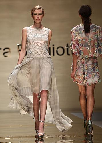Laura Biagiotti: abito gonna plissettata