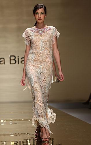 Laura Biagiotti: abito lungo maniche corte