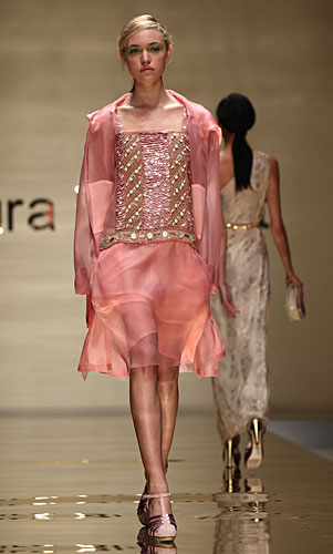Laura Biagiotti: bustier decori - gonna rosa