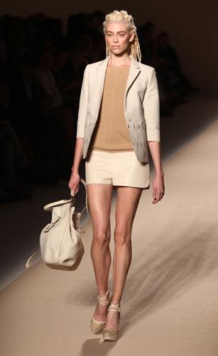 Max Mara: Giacca - Shorts - Borsa Beige