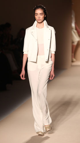Max Mara: Giacca Bianca - Pantaloni Bianchi