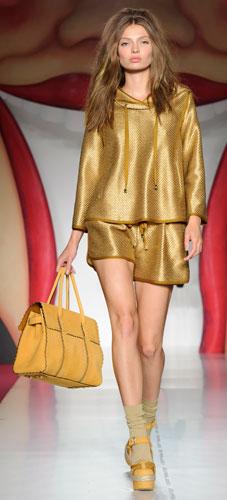 Mulberry: short e maglia oro