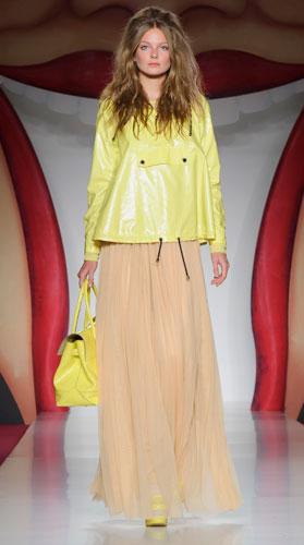 Mulberry:abito lungo con borsa gialla