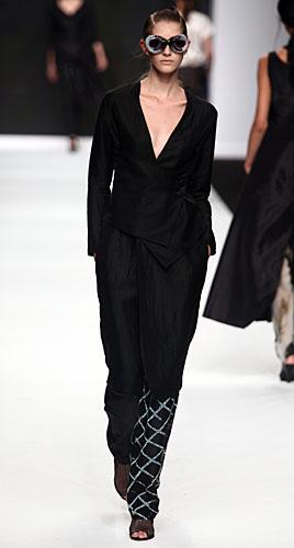 Francesca Liberatore: Completo pantaloni - occhiali sole