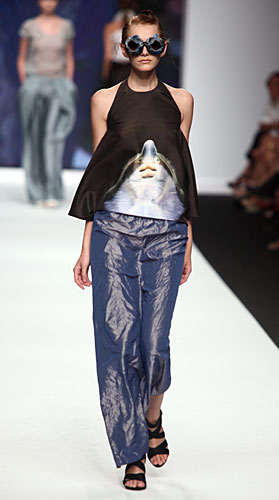 Francesca Liberatore: Occhiali sole - pantaloni