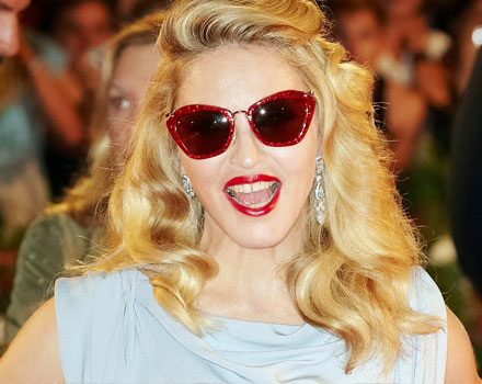 Madonna con occhiali Miu Miu