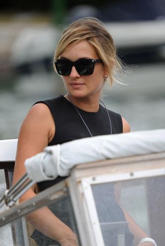Carolina crescentini con occhiali Versace