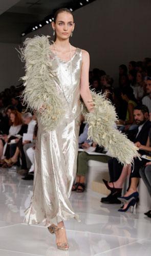 Ralph Lauren: abito lungo con boa piumato