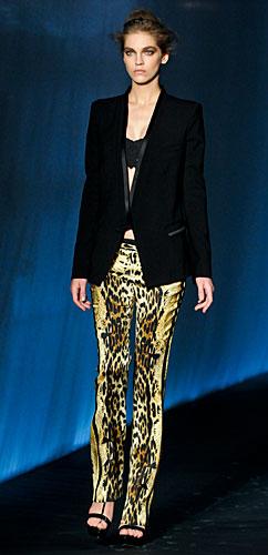 Roberto Cavalli: Giacca nera - pantaloni animalier