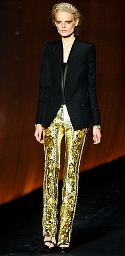 Roberto Cavalli: Giacca nera - pantaloni oro paillettes