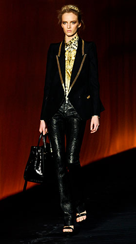 Roberto Cavalli: Giacca nera - dettagli oro - borsa