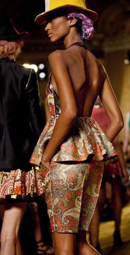 Sfilata Thakoon modella nera