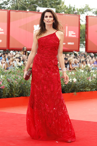 Cindy Crawford in abito rosso
