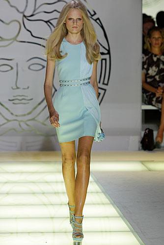 Versace: abito corto celeste - cintura in vita
