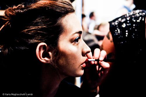 Modella nel backstage