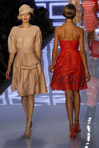 Christian Dior, abito corto rosso