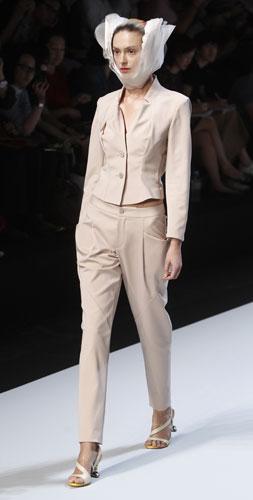 Issey Miyake, giacca e pantalone
