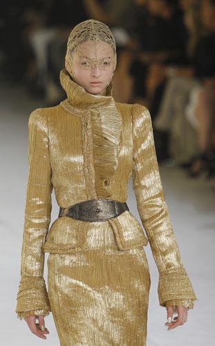 Alexander McQueen, tailleur oro