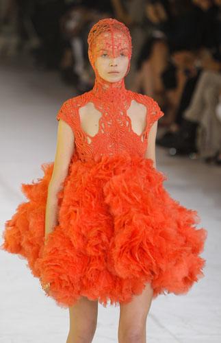 Alexander McQueen, piume arancio