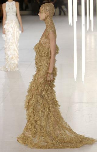 Alexander McQueen, abito sabbia