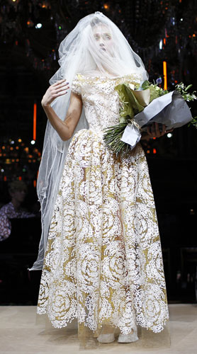 Vivienne Westwood, abito ricami