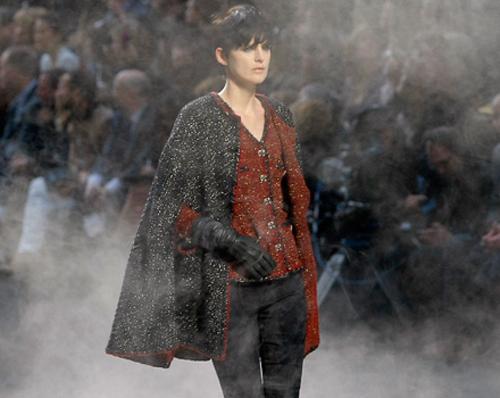 Stella Tennant sfila per Chanel