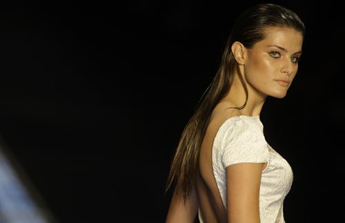 Isabeli Fontana maglietta bianca