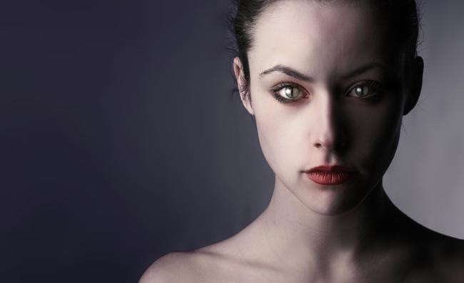 Trasformatevi in donna vampiro (per Halloween)