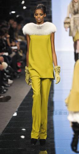 Completo giallo con pelliccia Ermanno Scervino