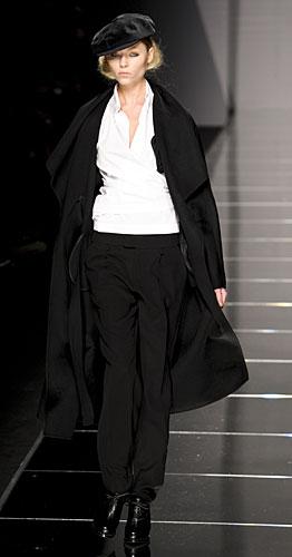 Cappotto, camicia, pantaloni e coppola Haute