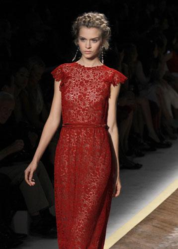 Valentino, abito rosso scuro