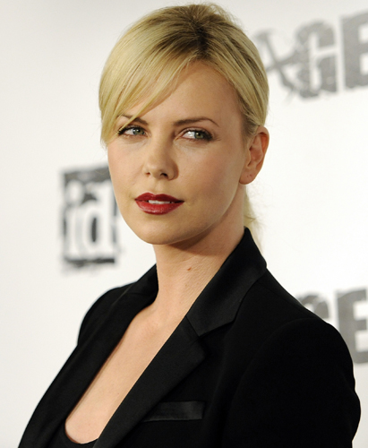 Charlize Theron rossetto rosso