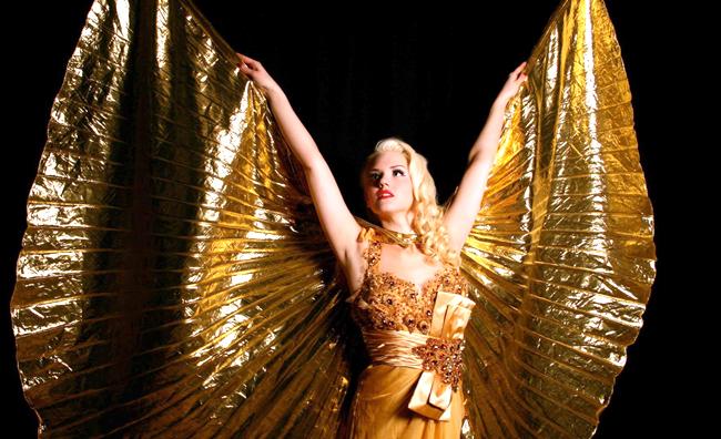 Burlesque costume dorato