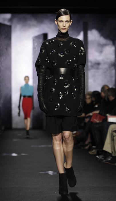 Diane Von Furstenberg - abito nero con cinta e collo alto