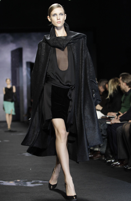 Diane Von Furstenberg - camicia e mini gonna nera