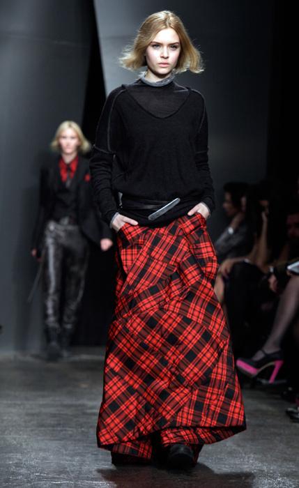 Donna Karan - gonna lunga scozzese rossa