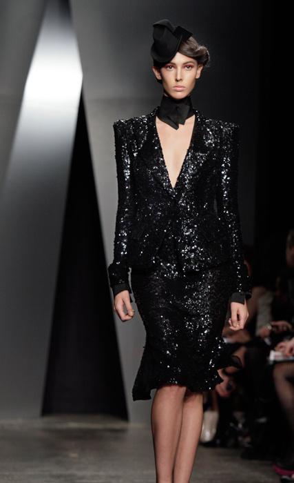 Donna Karan - abito con pietre e scollo a V