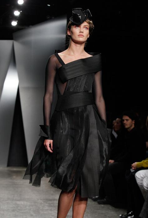 Donna Karan - abito nero con maniche trasparenti