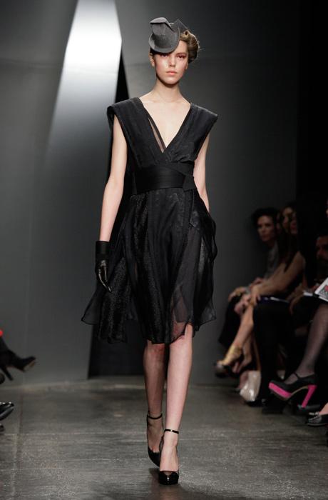 Donna Karan - abito nero con fascia sulla vita