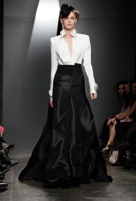 Donna Karan - camicia bianca e gonna lunga nera