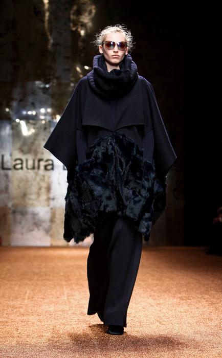 Laura Biagiotti 2012 Mantella