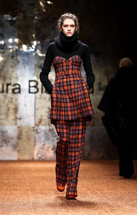 Laura Biagiotti 2012 Completo a Quadri e Maglia a Collo Alto