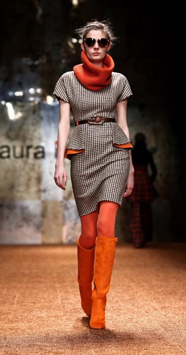 Laura Biagiotti 2012 Abito Corto e Stivali Arancioni