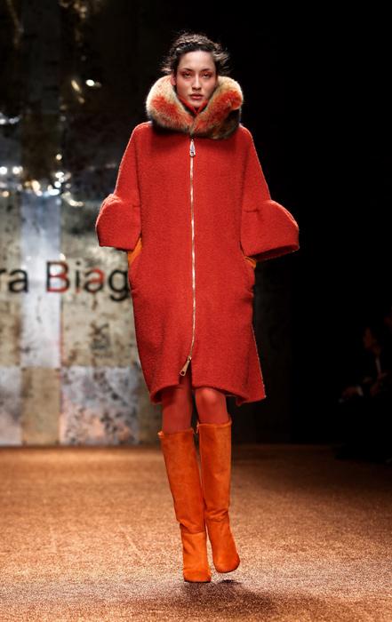Laura Biagiotti 2012 Cappotto e Stivali Arancioni